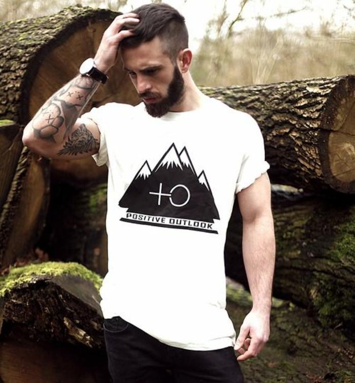 3-coupe-undercut-homme-t-shirt-blanc-idees-coupe-cheveux-homme-tendances
