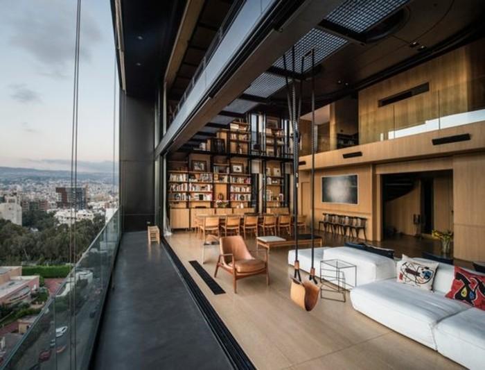 3-déco-appartement-étudiant-sol-en-parquet-clair-grande-fenêtre-avec-vue-meubles-salon