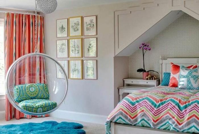 3-idee-deco-chambre-ado-fille-chaise-suspendue-transparente-couverture-de-lit-colorée