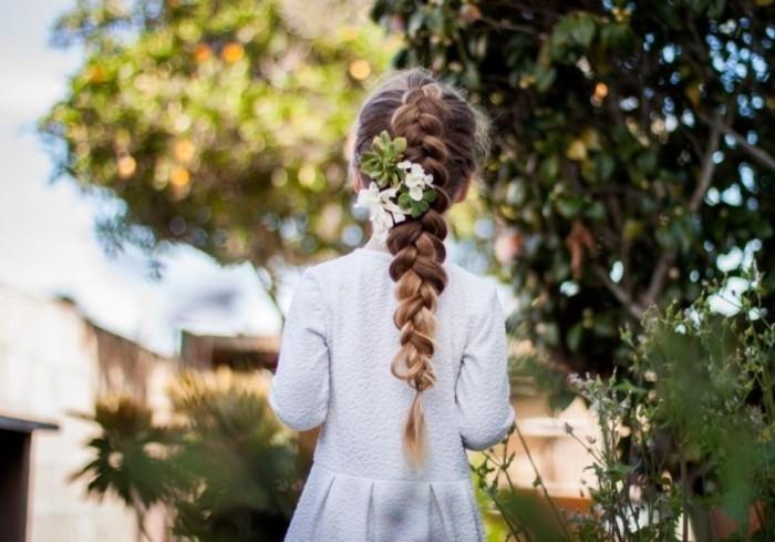 adorable-chignon-petite-fille-mariage-idée-beauté