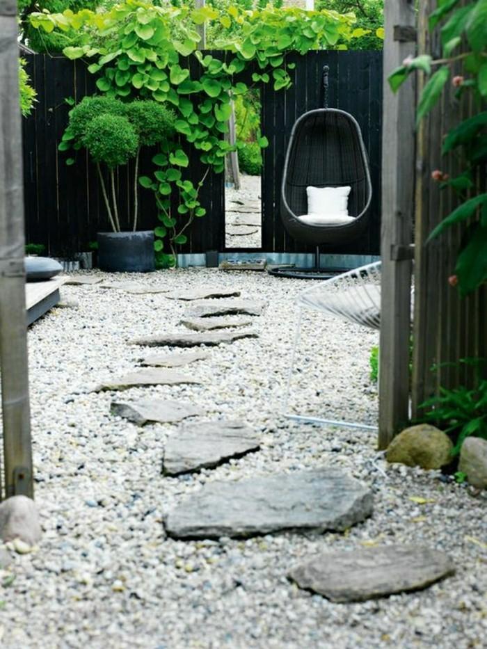 allée-faire-une-allée-en-gravier-revetement-sol-exterieur-pas-cher-aménager-son-jardin-agencer-son-jardin