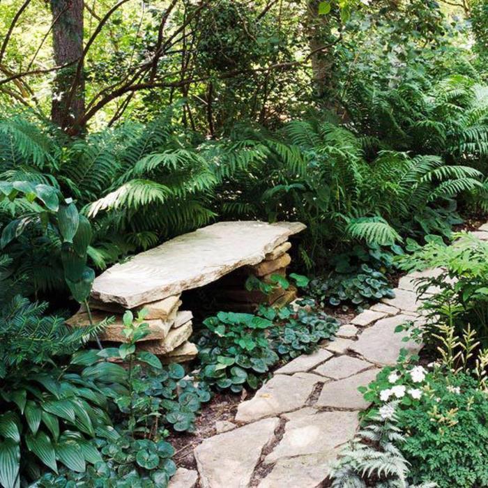 allee-de-jardin-en-pierres-gravillon-pour-allée-jardin-avec-verdure-et-allée-en-pierre