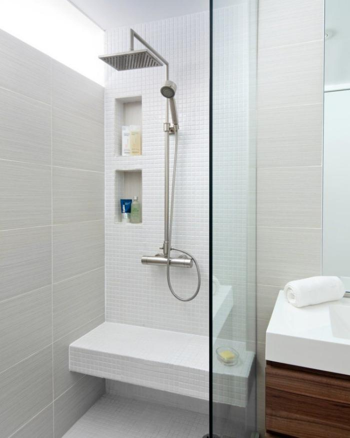 L 39 am nagement petite salle de bains n 39 est plus un for Carreau de verre salle de bain