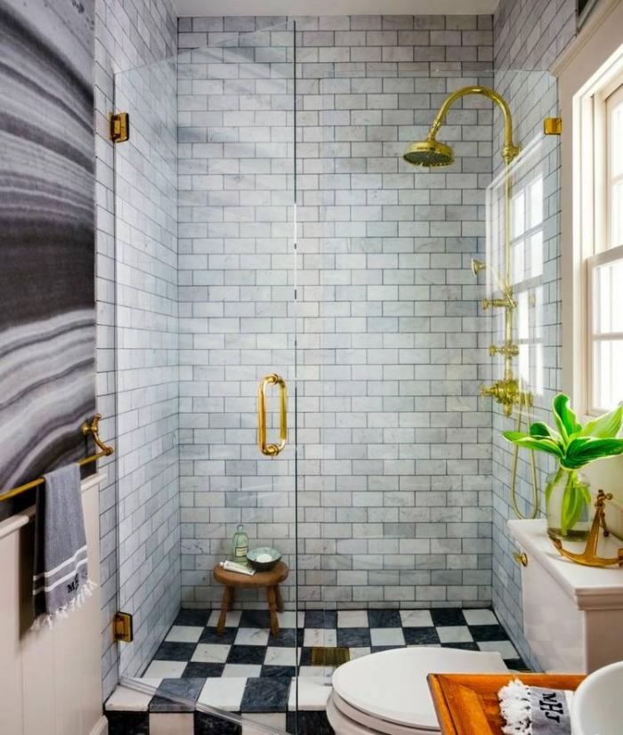 aménagement-petite-salle-de-bains-douche-dorée-vintage