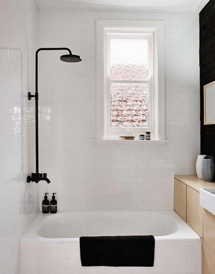 aménagement-petite-salle-de-bains-jolie-petite-fenêtre