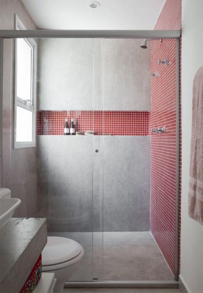 aménagement-petite-salle-de-bains-salle-de-bains-béton-et-tuiles-rouges