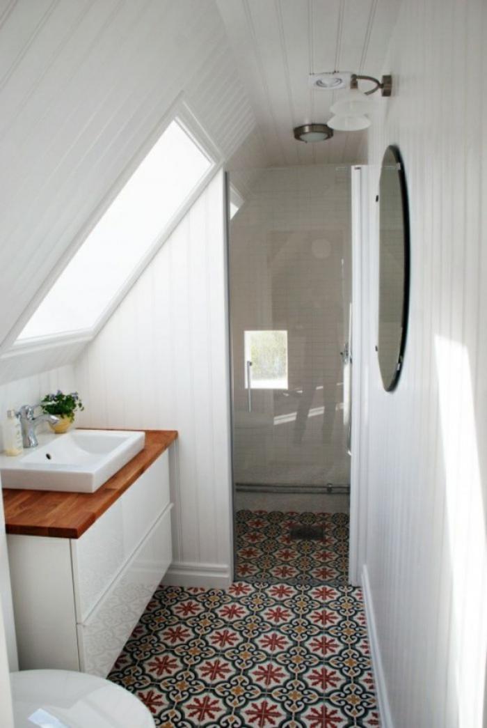 ... petite salle de bains, idée aménagement salle de bains attique