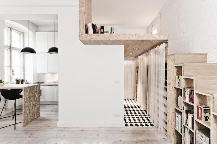 lit mezzanine sur planche de bois, modele cuisine blanche avec vue sur ilot central mabre, chaises bar noires, sol carrelage damier et parquet clair