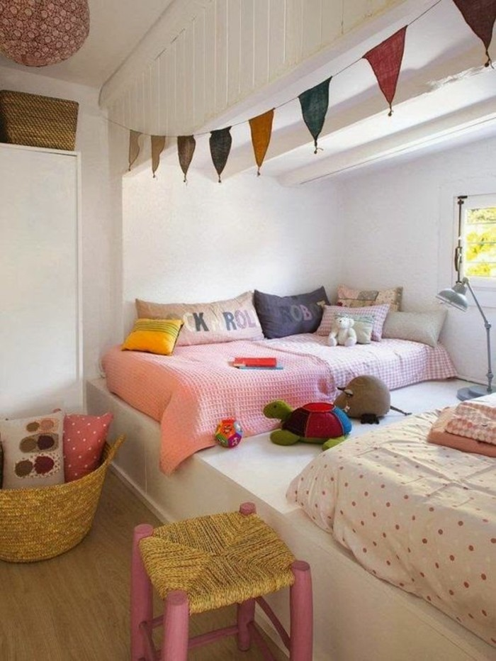 amenagement-chambre-ado-fille-originale-idee-guirlande-coloré-deco-chambre-fille