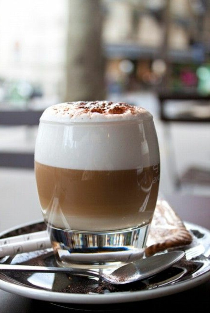 art-du-cafe-late-faire-mousser-le-lait-cafe-au-lait-biscuit-cappuccino