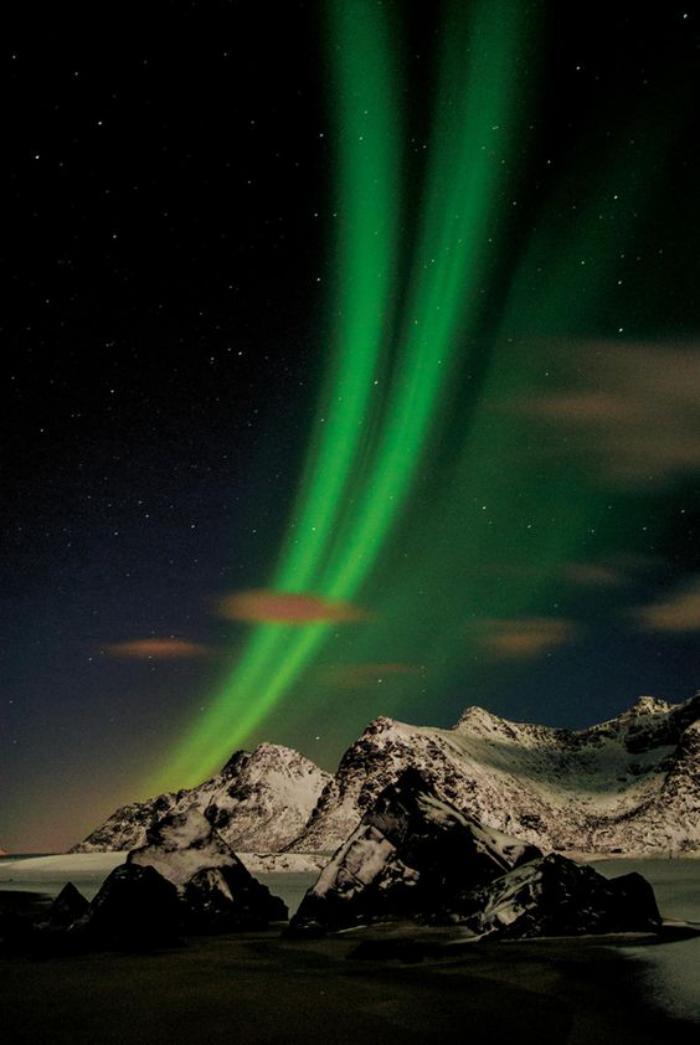 aurores-boréales-élipse-boréale-en-lumière-verte