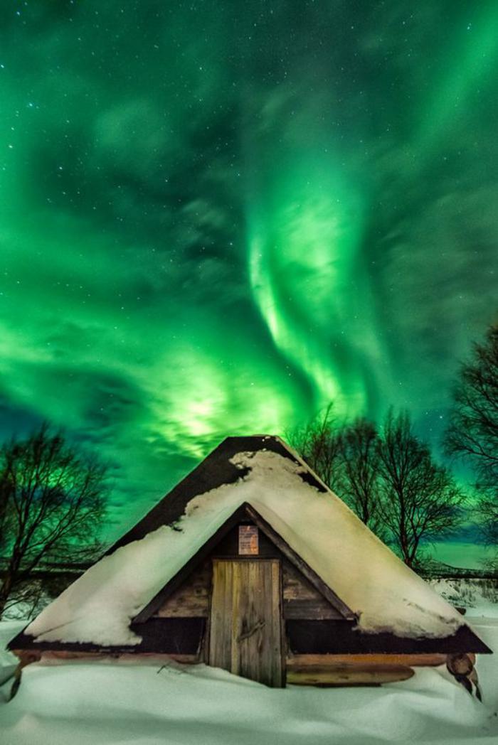 aurores-boréales-aurore-boréale-verte-paysage-d'hiver