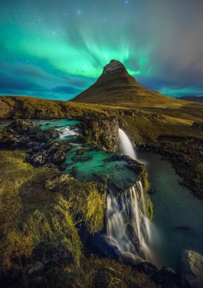 aurores-boréales-jolies-lumières-dans-le-ciel-de-l'islande