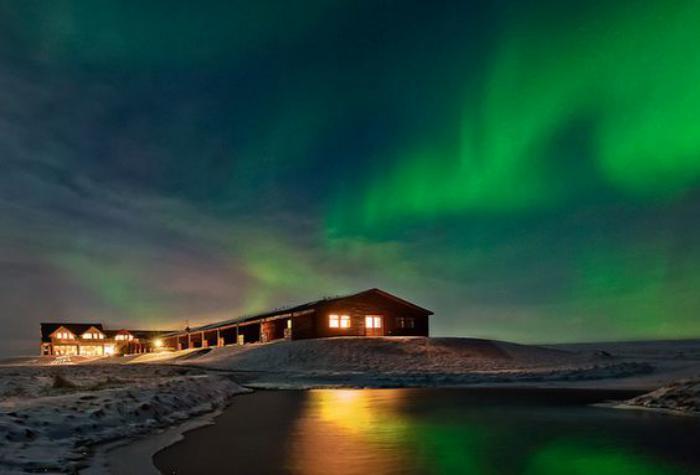 aurores-boréales-nuit-silencieuse-et-paysage-d'hiver
