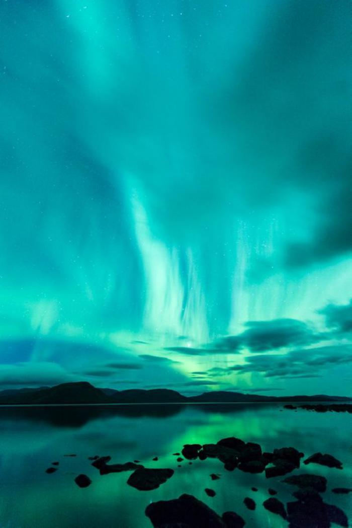 aurores-boréales-paysage-bleu