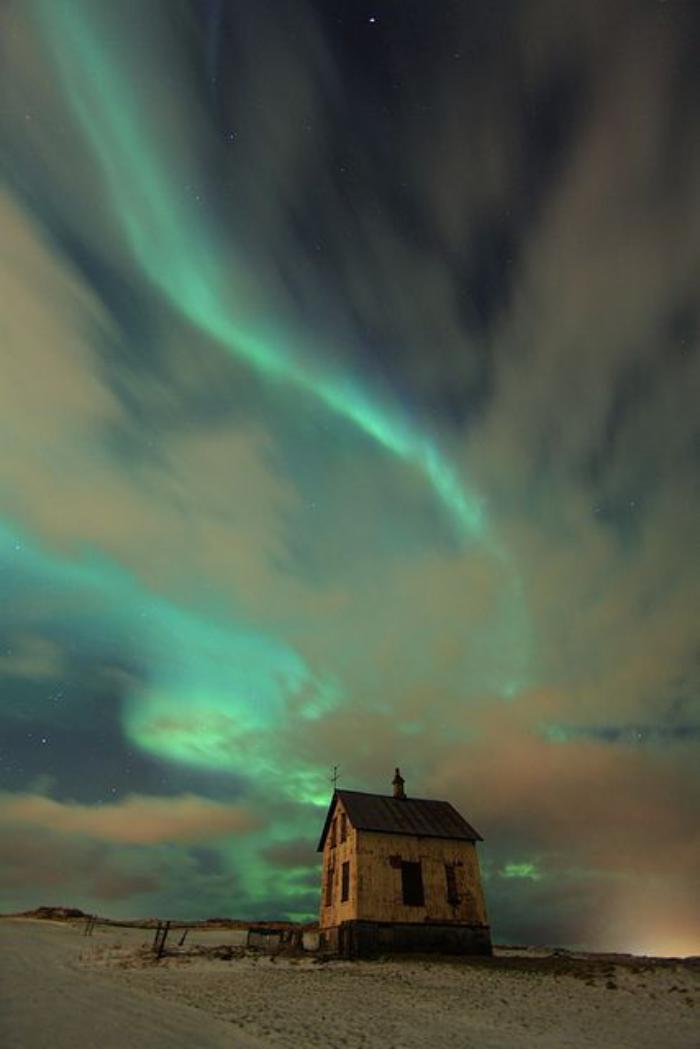 aurores-boréales-paysage-d'hiver