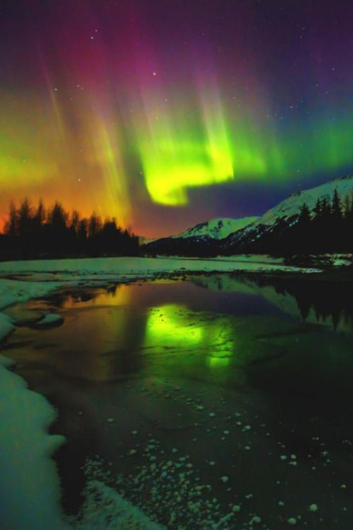 aurores-boréales-paysages-magnifiques-d'hiver