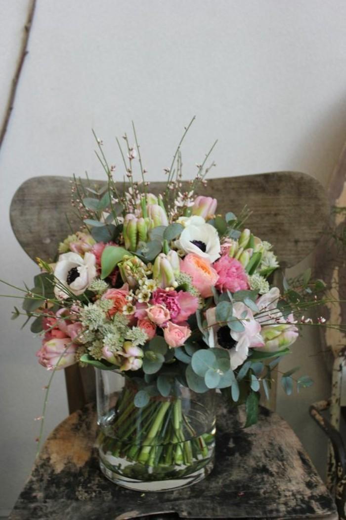 belle-composition-florale-simple-à-faire-chaise