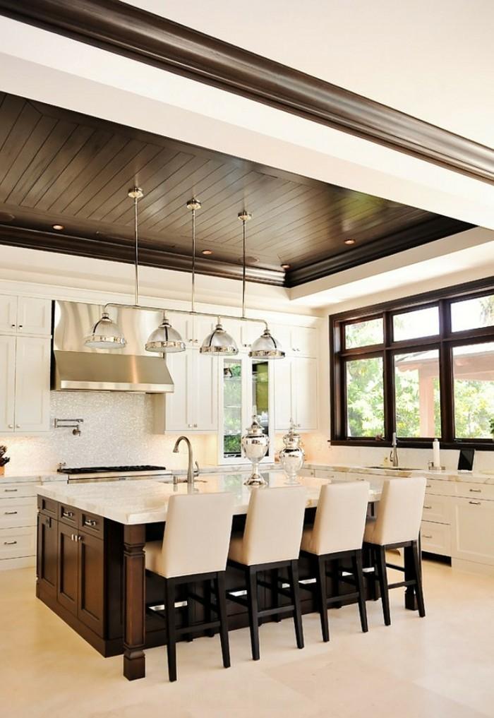 belle-maison-faux-plafond-chambre-à-coucher-cuisine-ouverte