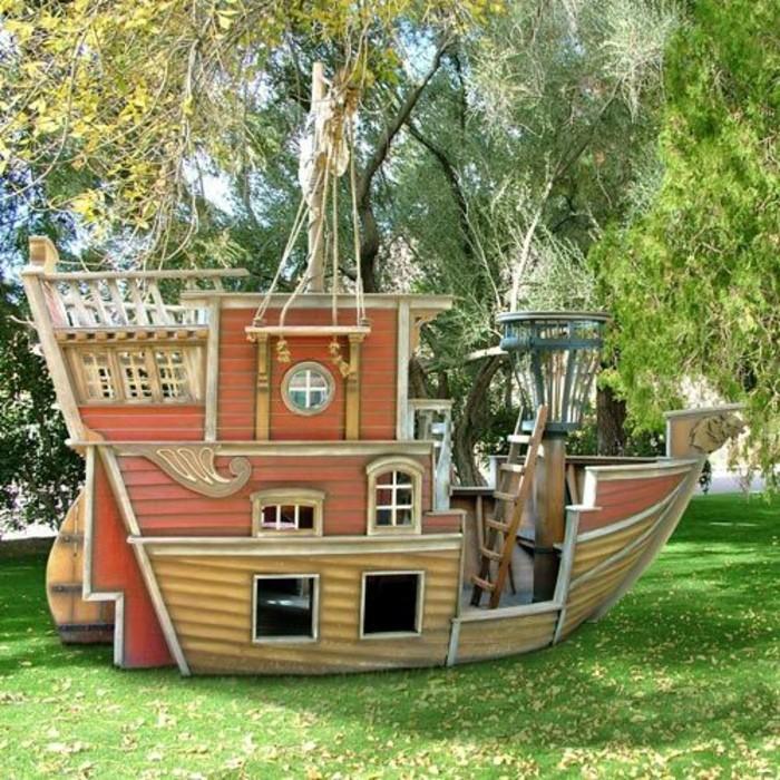belle-maisonnette-en-bois-jouer-jardin-comme-bateau