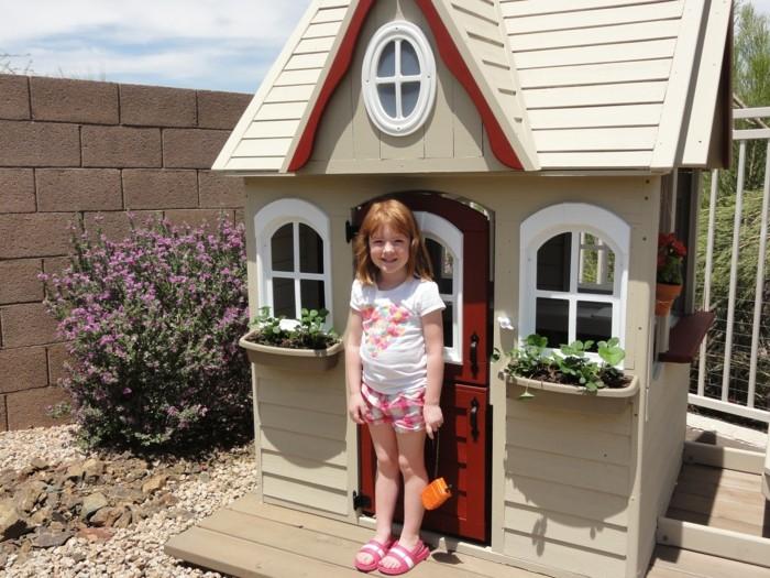 cabane-enfants-en-boi-cabane-bois-jardin-enfant-jouer