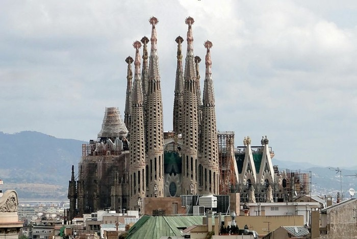 cathedrale-barcelone-Sagrada-Familia-resized