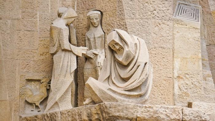 cathedrale-barcelone-Sagrada-Familia-scene-avec-le-coq-resized