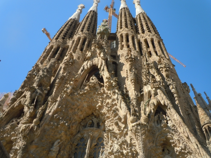 cathedrale-barcelone-Sagrada-Familia-vitres-resized