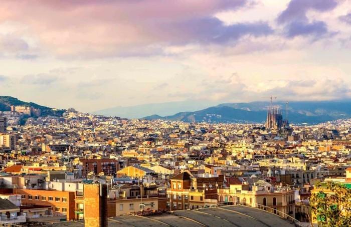 cathedrale-barcelone-Sagrada-Familia-vue-sur-la-ville-resized