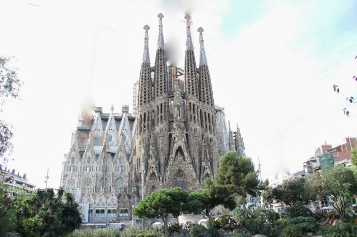 cathedrale-barcelone-Sagrada-nouvelle-et-antique-part-resized