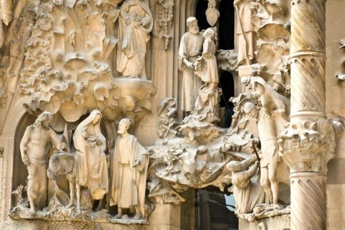 cathedrale-barcelone-details-la-famille-de-Gesu-resized