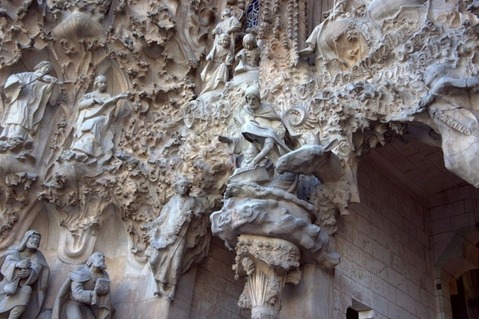 cathedrale-barcelone-figures-multiples-style-Gaudi-resized