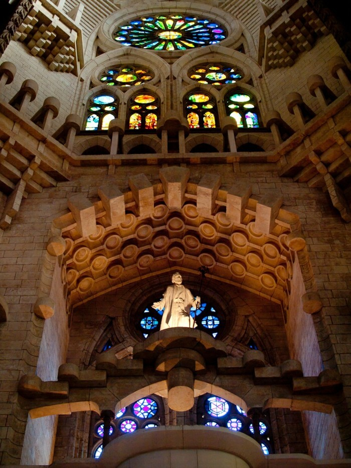cathedrale-barcelone-interieur-symbolique-resized