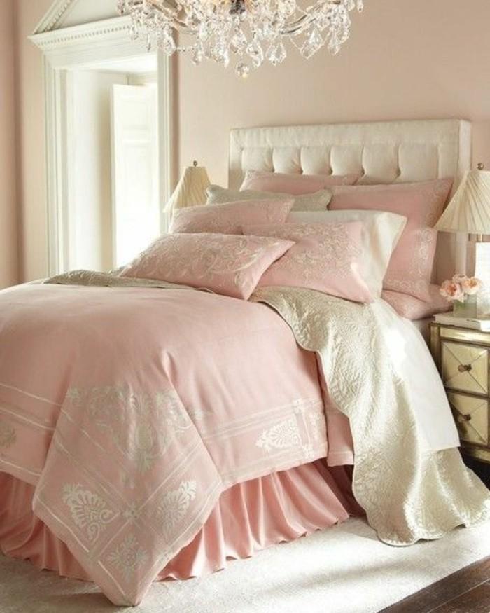 chambre-acoucher-de-luxe-avec-tete-de-lit-capitonnée-simili-cuir-blanc-couverture-de-lit-rose