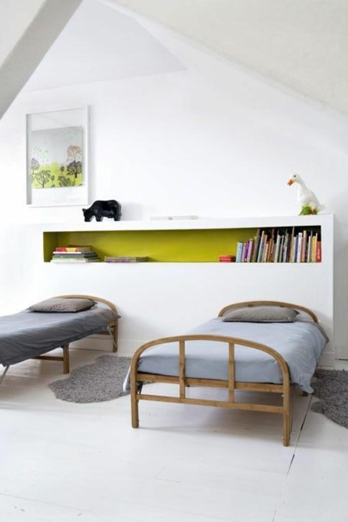 chambre-ado-ikea-garçon-lit-couverture-de-lit-grise-chambre-sous-pente