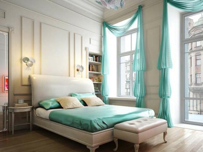 chambre-adulte-originale-dosseret-en-cuir-blanc-et-rideaux-verts