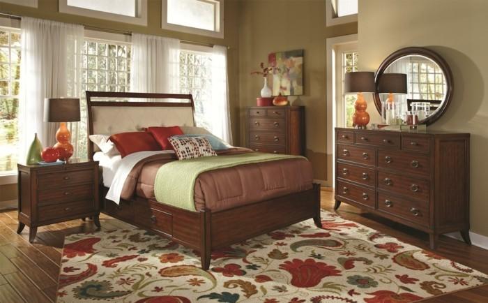 chambre-adulte-originale-aux-meubles-classiques-massifs-resized
