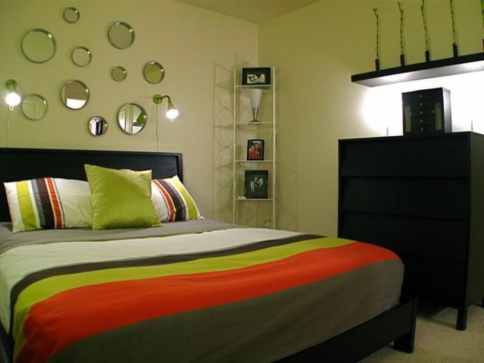 chambre-adulte-originale-aux-rayures-multicolores-resized