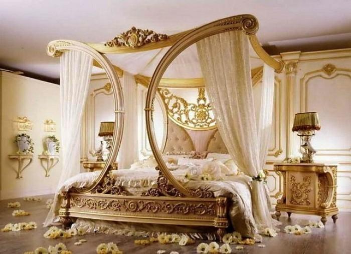 chambre-adulte-originale-dans-un-style-baroque-resized