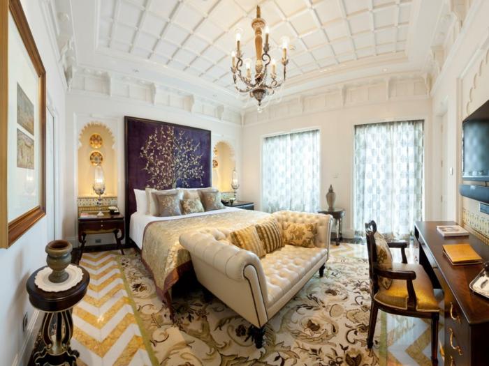 chambre-adulte-originale-dans-un-style-royal-hotel-resized