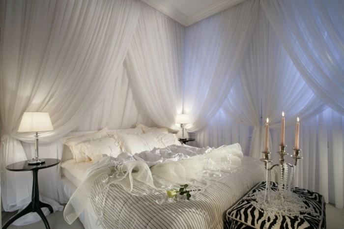chambre-adulte-originale-en-blanc-et-perles-pour-les-nouveaux-maries-resized