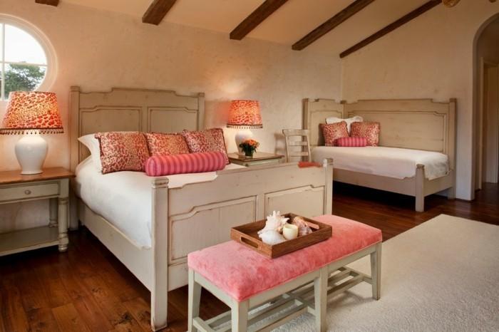 chambre-adulte-originale-en-blanc-et-rose-resized