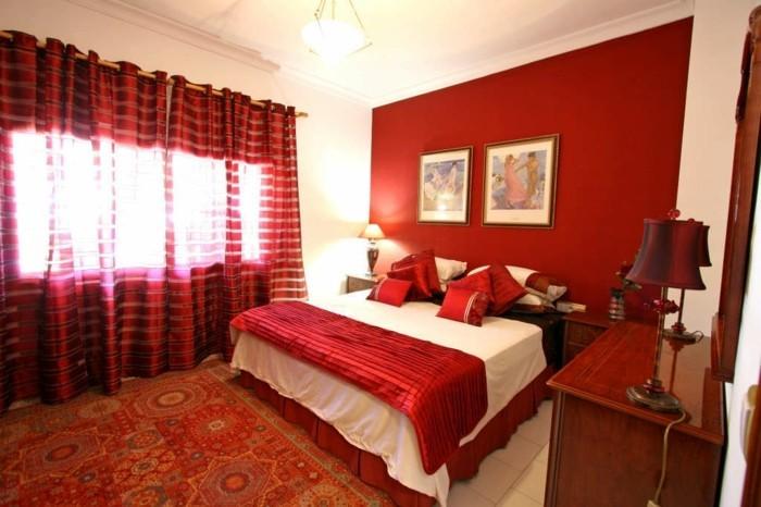 chambre-adulte-originale-en-rouge-et-aux-rideaux-semi-transparents-rouges-resized