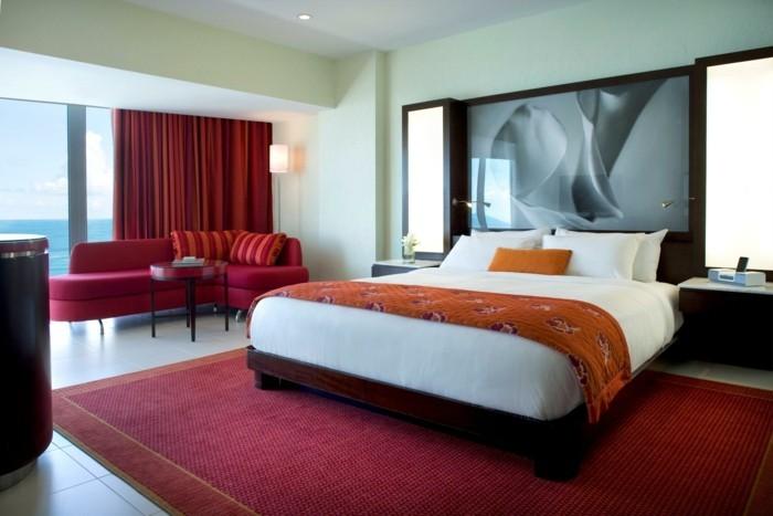 chambre-adulte-originale-rouge-et-orange-rideaux-rouges-resized