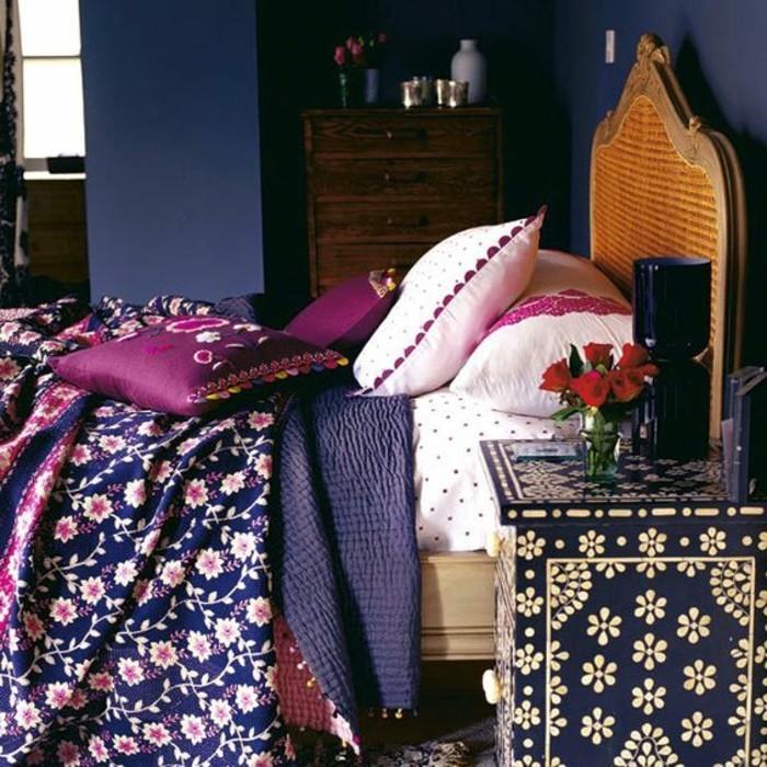 chambre-d-ado-papier-peint-en-bleu-foncé-vers-noir-linge-de-lit-ado-idees