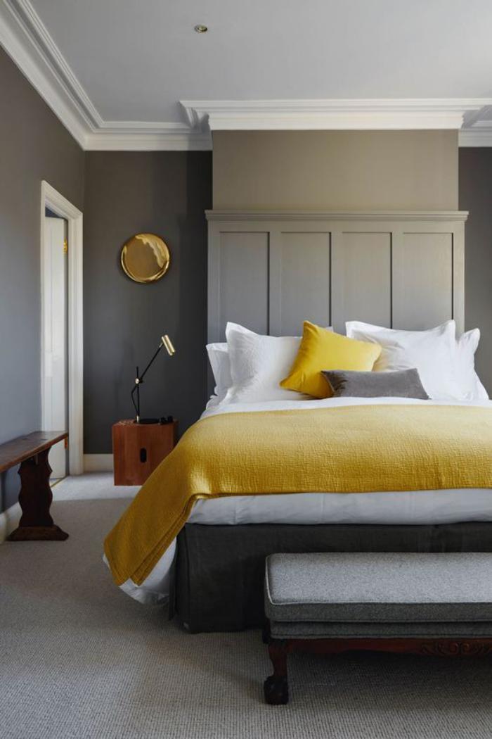 chambre-parentale-décoration-chambre-adulte-en-gris-et-jaune