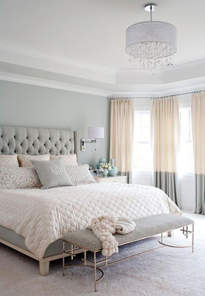 chambre-parentale-en-blanc-et-gris-pâle