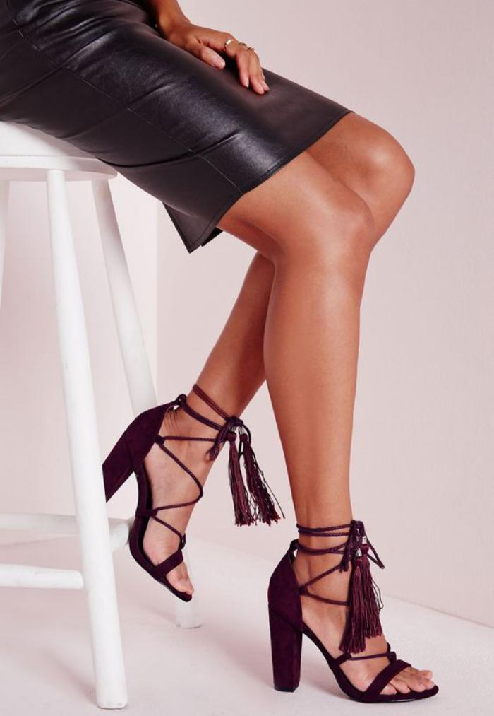 chaussures-à-franges-belles-sandales-frangées-couleur-bourgoundi