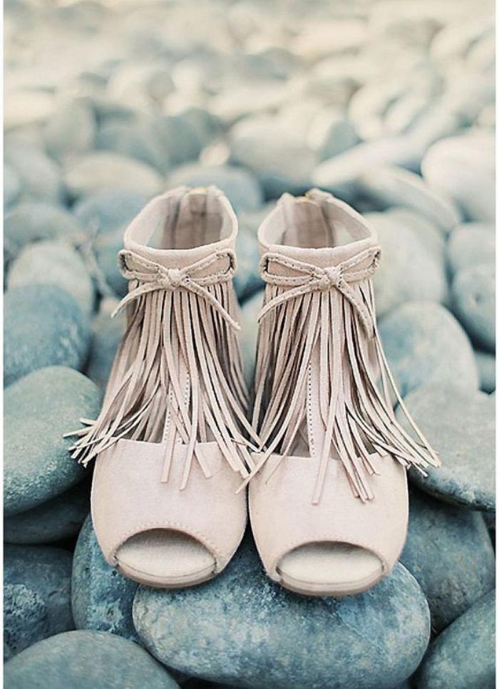 chaussures-à-franges-blanches-chaussures-d'été