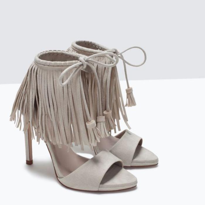 chaussures-à-franges-chaussures-frangées-autour-de-la-cheville